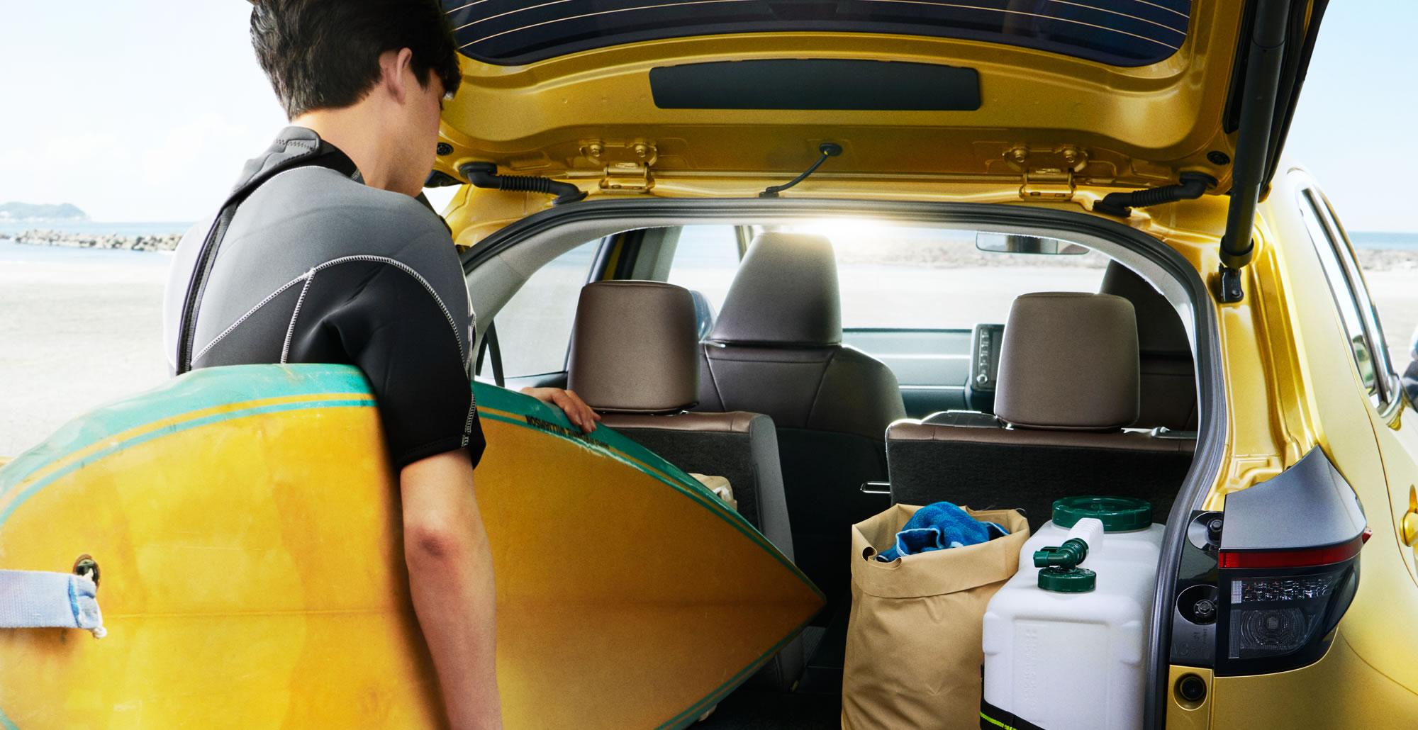 HYBRID Z(2WD)。ボディカラーはブラスゴールドメタリック。オプション装着車。 写真はプロトタイプモデルで、量産モデルとは一部仕様が異なる場合があります。